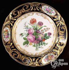 Декоративная тарелка с флористическим рисунком периода Николая I